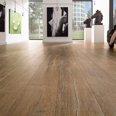 klady a zápory dřevěné laminátové podlahy